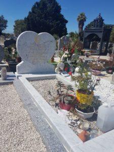 MONUMENT EN MARBRE BLANC