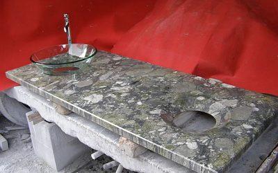 Plan vasque en granit Gauguin avec ouvertures concaves polies